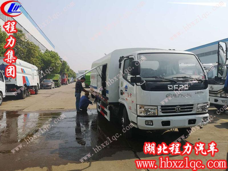 湖北程力集团东风多利卡护栏清洗车(国五)