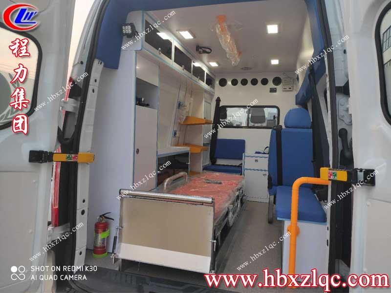 湖北亚博体育app官方福特V362监护型救护车,助力贵州遵义白衣战士一臂之力