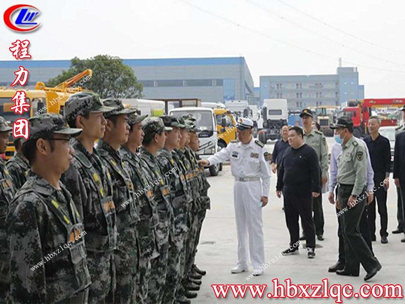 省军区副司令员纪洪涛一行来到亚博体育app官方集团指导参观